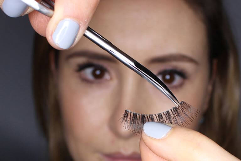 TRIMMING THE LASHES TO SIZE
